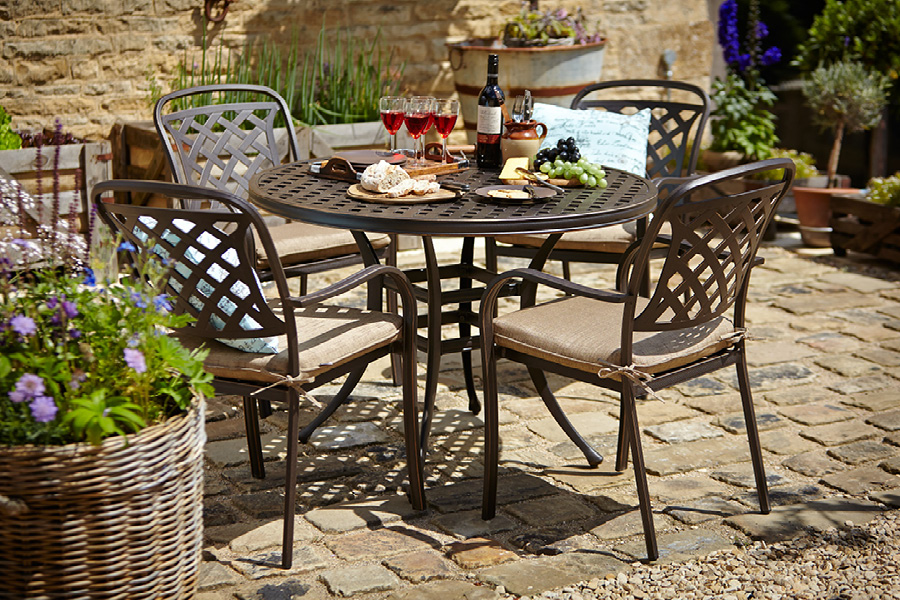 Hartman berkeley 4 seat dining set stratford garden centre for Metal patio table and 4 chairs